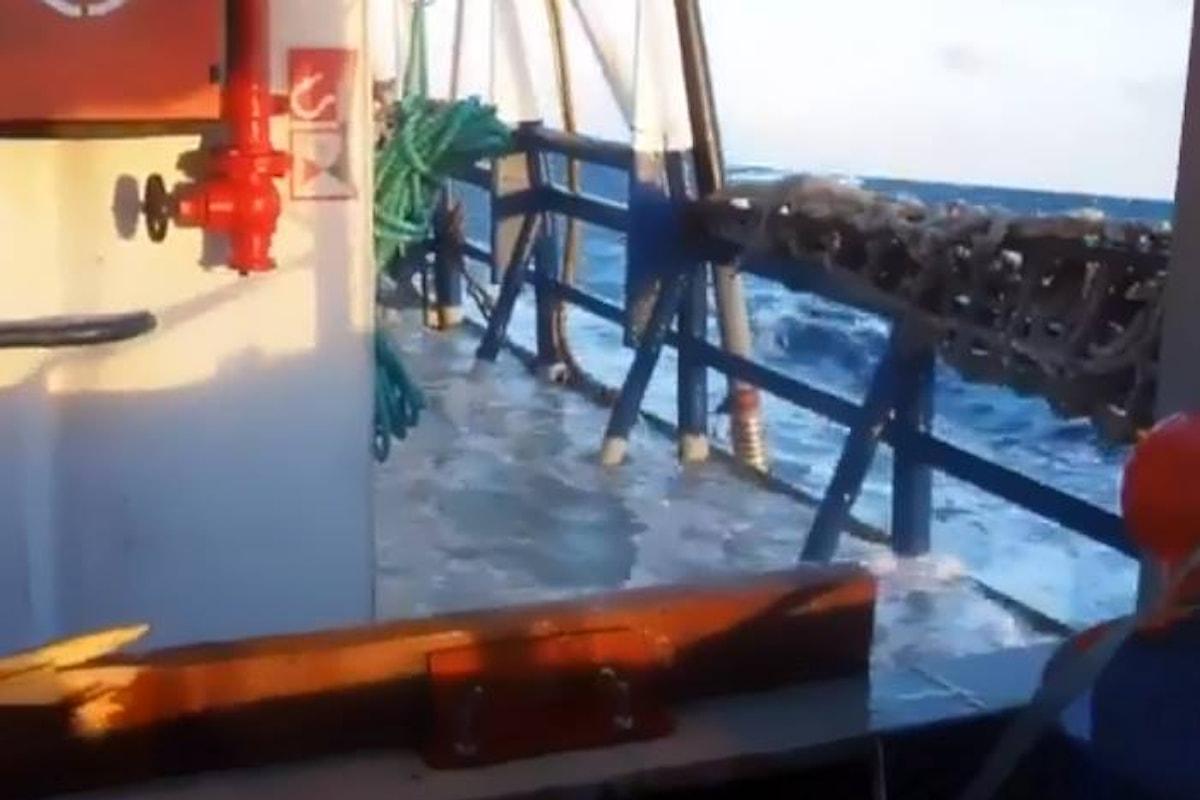 12 giorni in mare e ancora nessun porto per i migranti a bordo di Sea-Watch 3 e Sea-eye