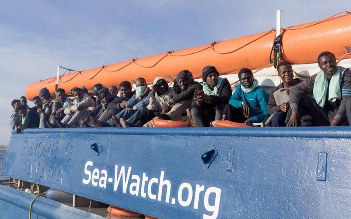 Alla Sea-Watch concesso un porto sicuro: i 47 migranti sbarcheranno a Catania