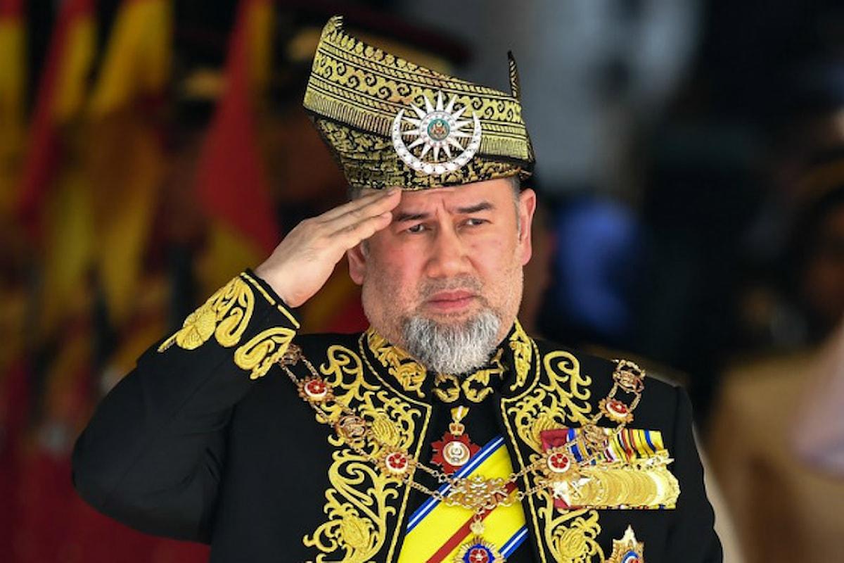 Il re della Malesia ha lasciato il trono