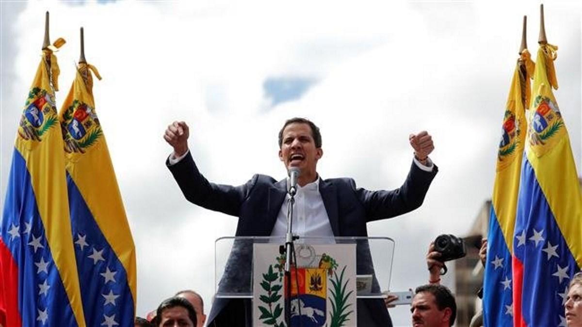 Venezuela: Guaido si proclama presidente, Maduro lo accusa di colpo di Stato