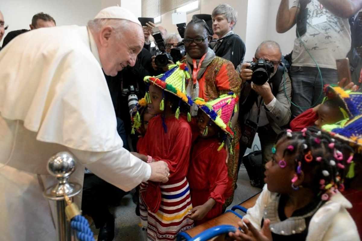 Marocco, l'incontro di papa Francesco con imam e migranti