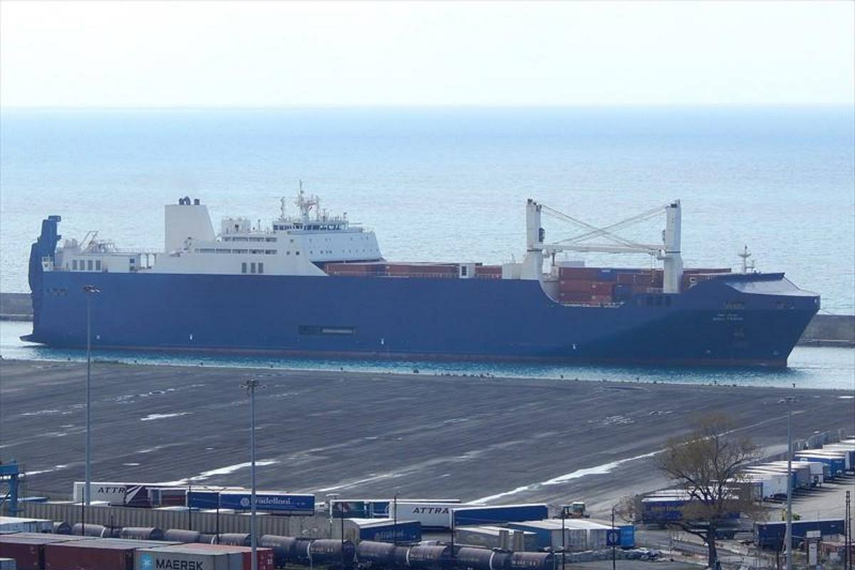 Anche a Cagliari si protesta contro la nave saudita Bahri Tabuk che trasporta armi che saranno usate in Yemen
