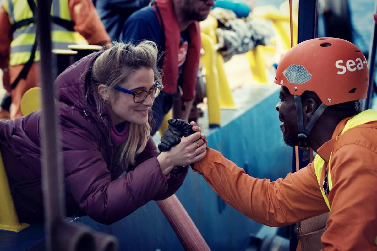 Nuovo governo: le speranze di Giorgia e delle Ong che salvano i migranti in mare