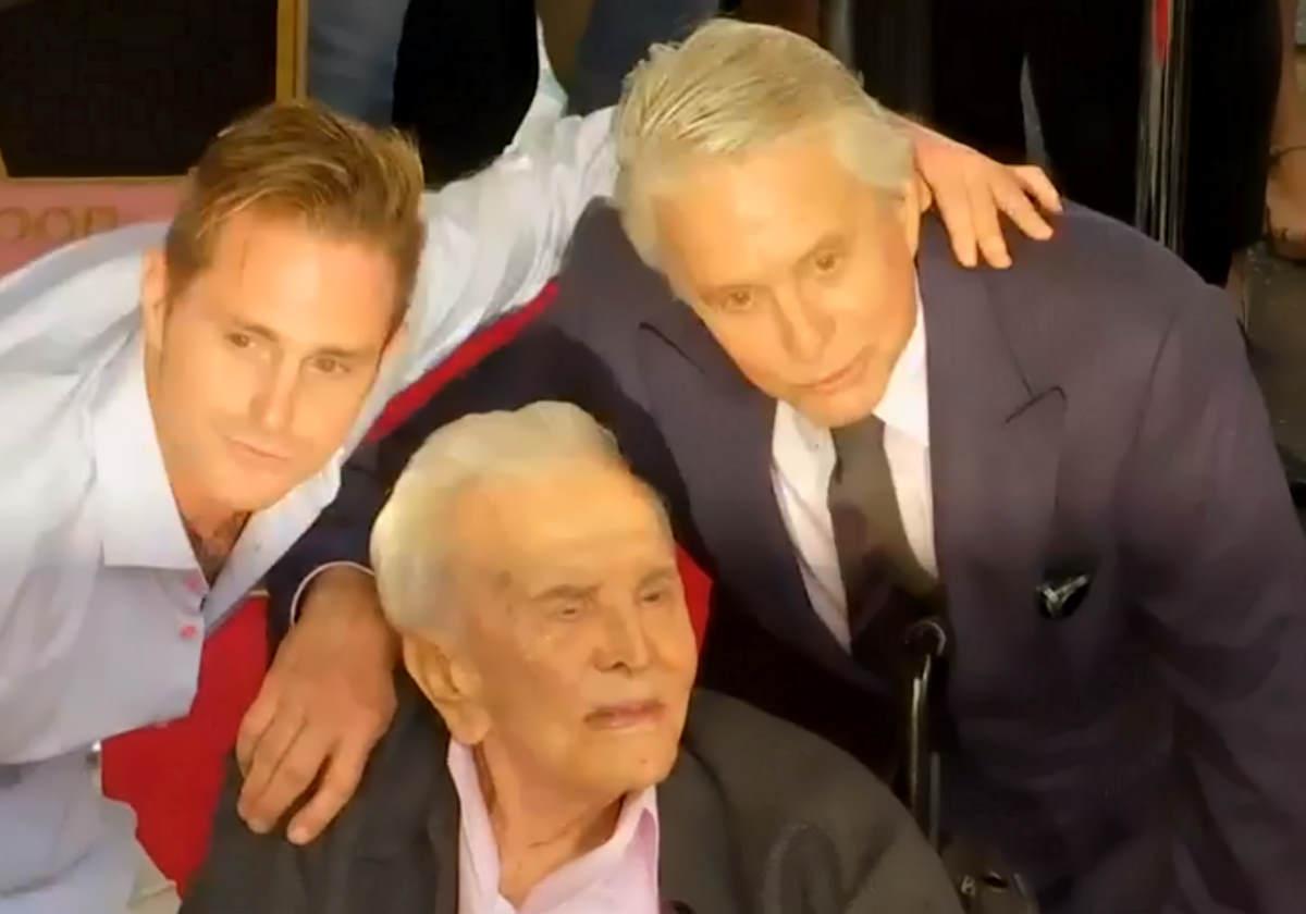 Kirk Douglas ha compiuto 103 anni, è il più longevo attore di Hollywood ancora in vita