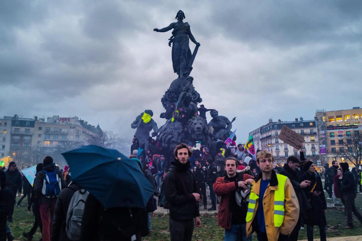 Nuovo sciopero in Francia contro la riforma delle pensioni il cui responsabile si è dimesso lunedì