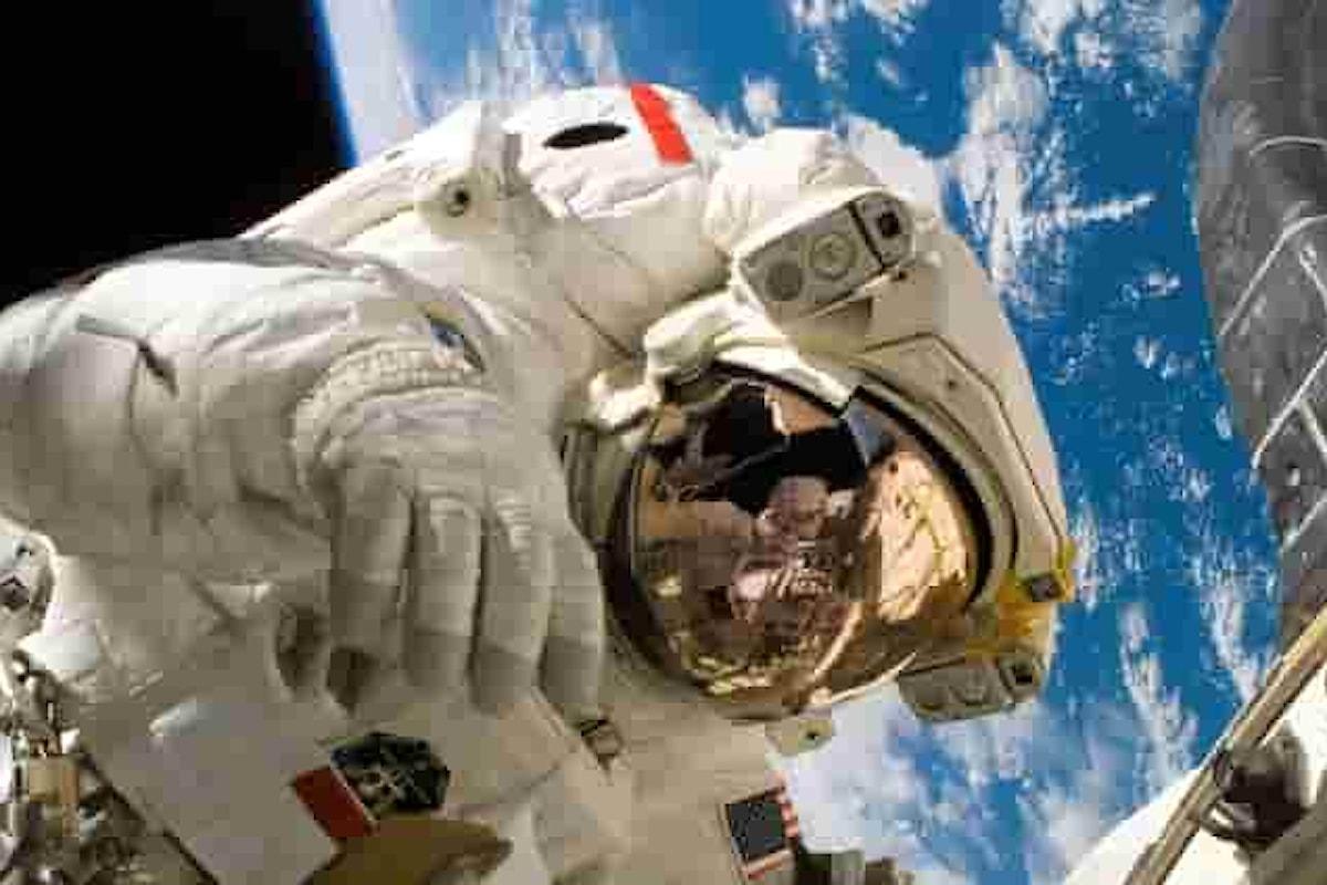 Emergenza nella Stazione Spaziale: bagni rotti e astronauti col pannolone