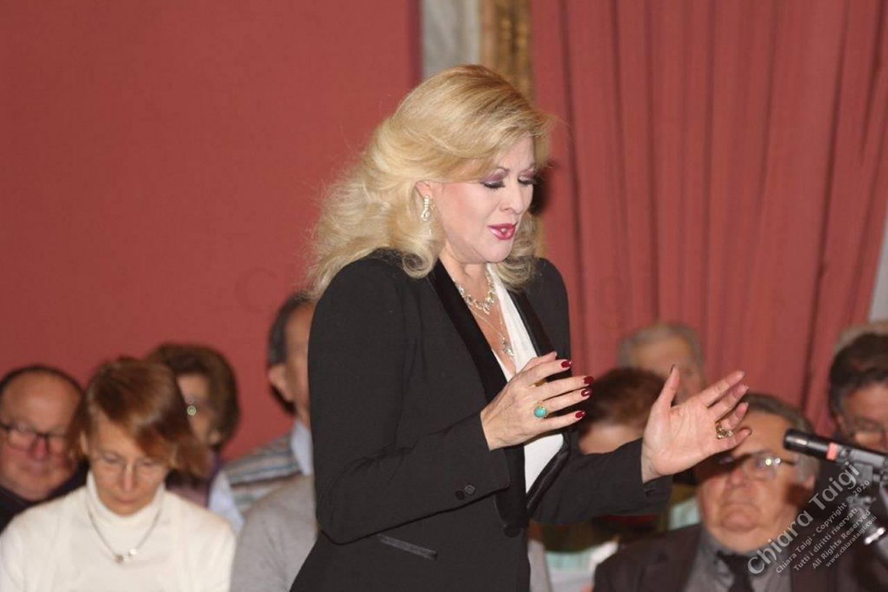 """Chiara Taigi: fila a Palazzo Barolo per il Concerto """"Incanti Lirici"""" dove si è registrato il tutto esaurito"""