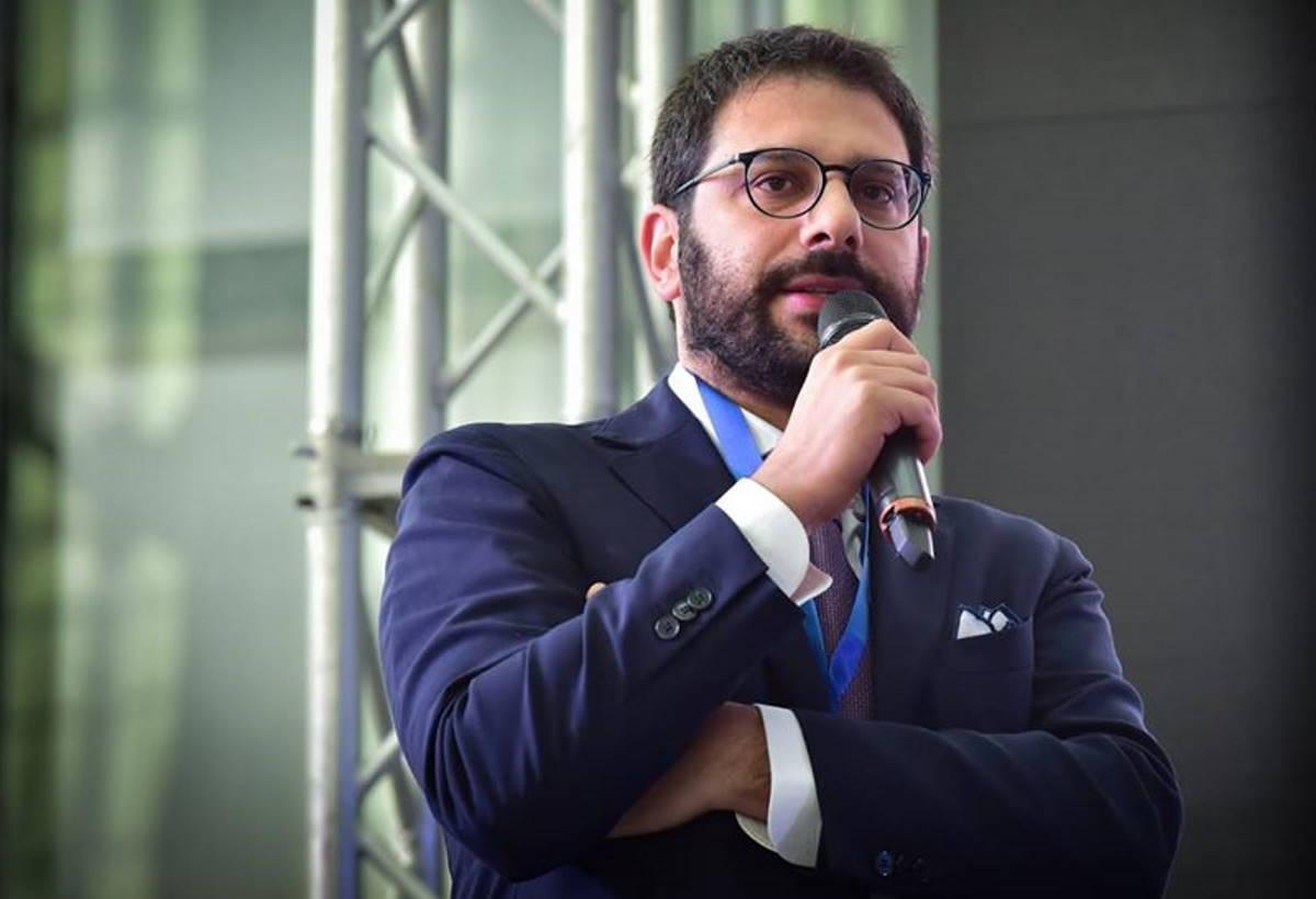 Angelo Tofalo, ex terminale di rete salernitano, vuole che i 5S in Campania votino per Costa e il Pd!