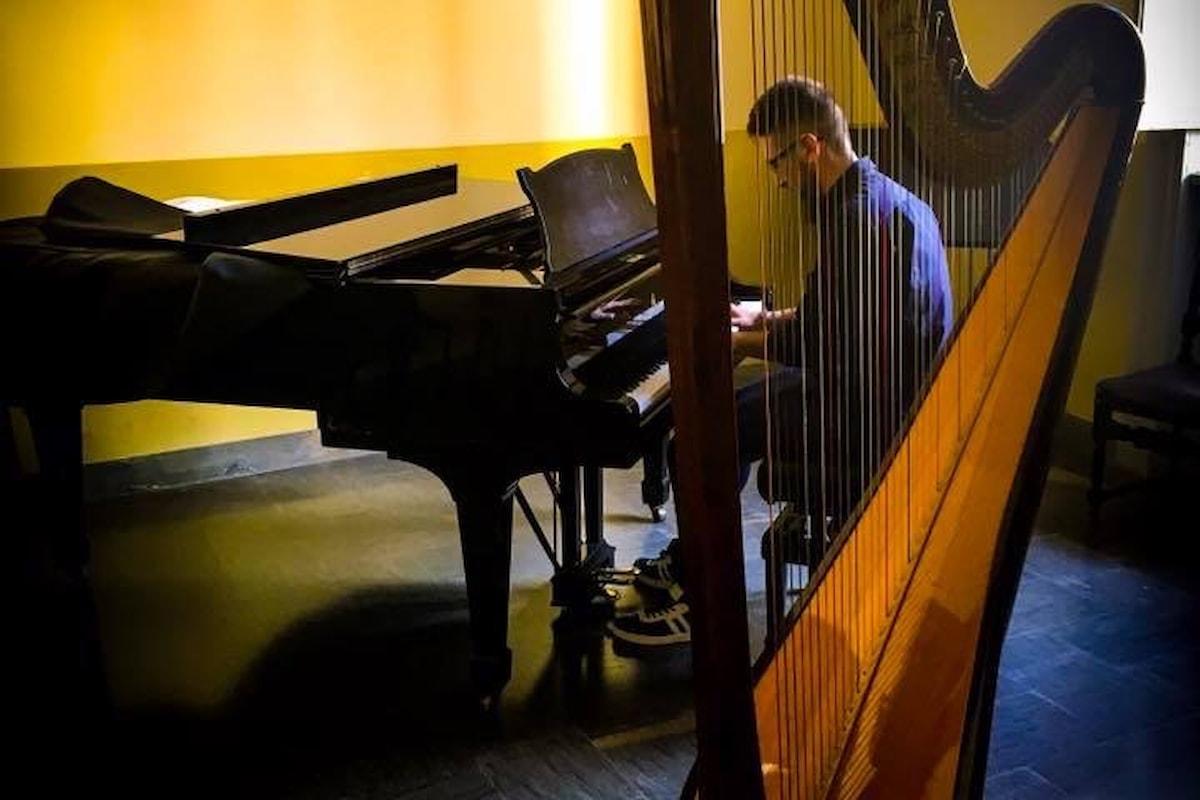 #oggiioesco. Esco sulle ali della musica. Il giovane siciliano Salvatore Sabatino rimasto a Milano continua viaggiare dalla sua terra grazie alla musica.