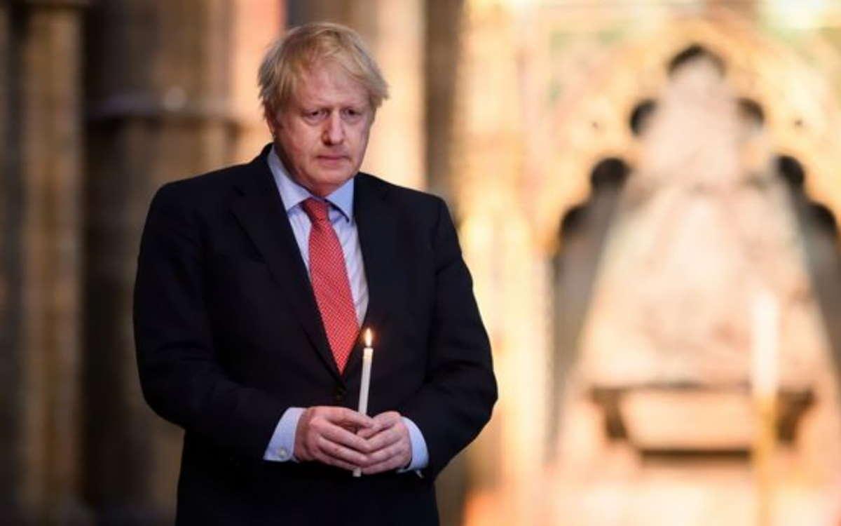 Sempre più pesante il bilancio dei morti con coronavirus nel Regno Unito che venerdì ha celebrato il VE Day