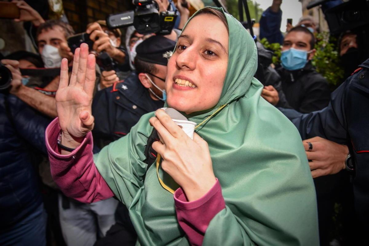 La triste sorte di Silvia Romano: dopo 535 giorni di prigionia, adesso la gogna mediatica della destra