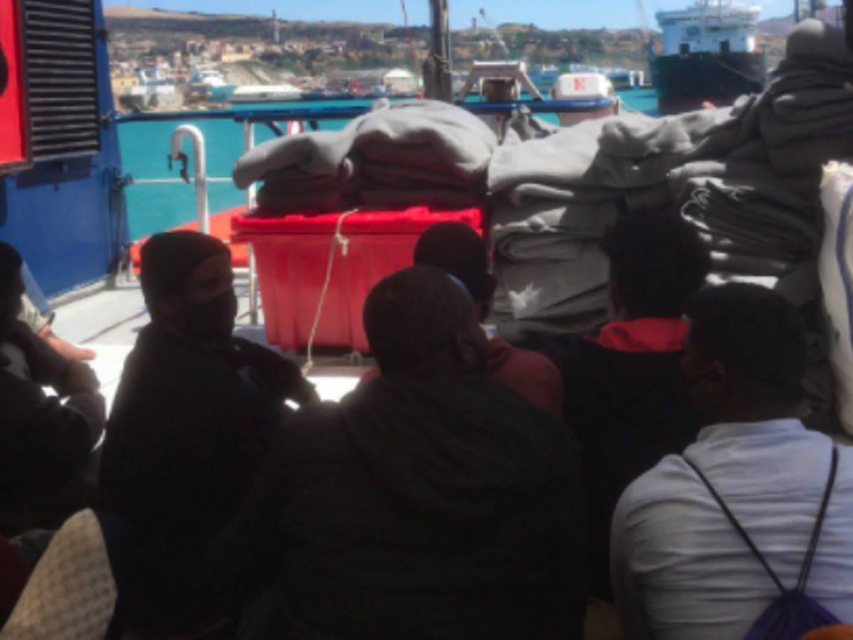 Sbarcate in Sicilia le persone soccorse in mare negli ultimi giorni da Sea-Watch e Mare Jonio