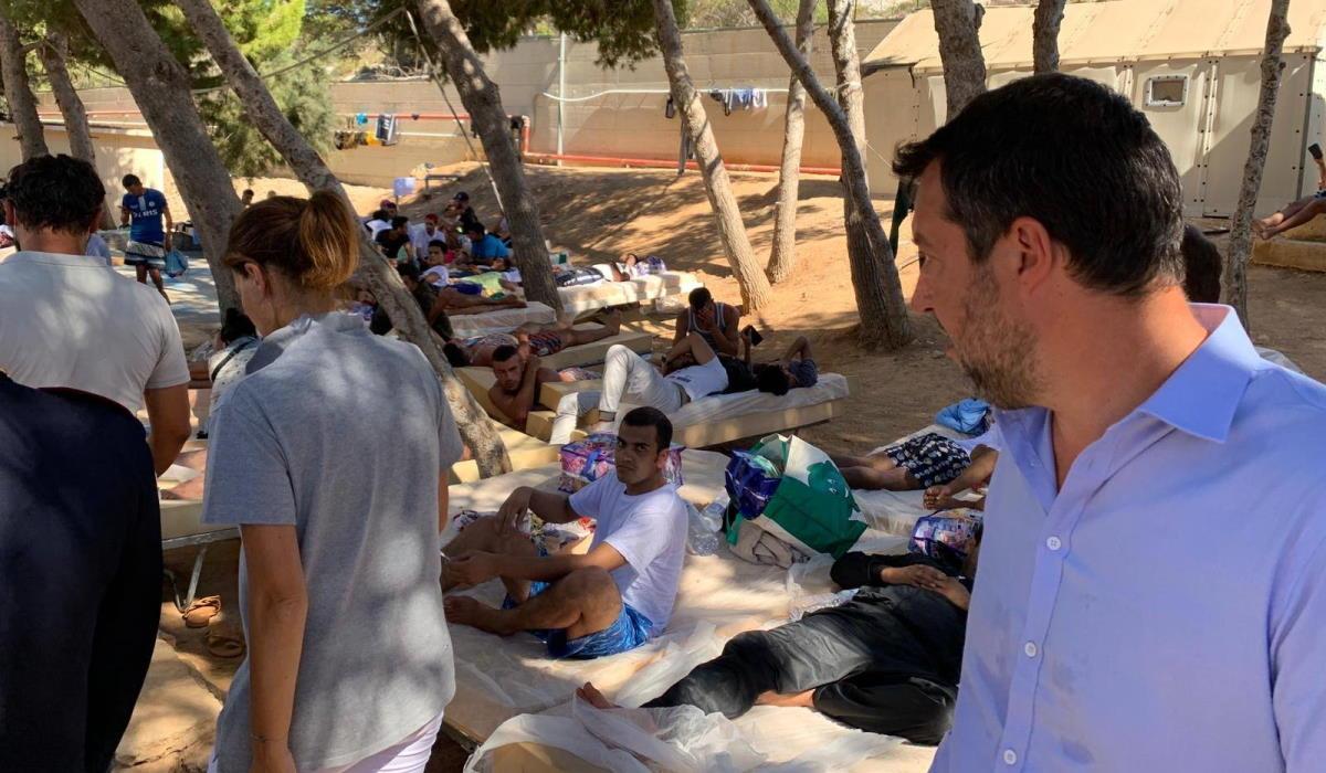 Il KZ-Kommandant Matteo Salvini in visita a Lampedusa