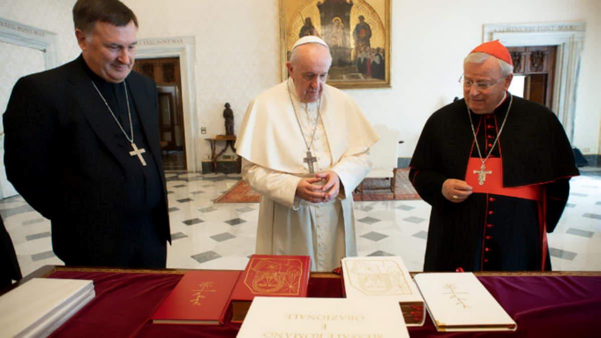 Presentato al Papa il nuovo messale della Cei, migliorato sotto il profilo teologico, pastorale e stilistico
