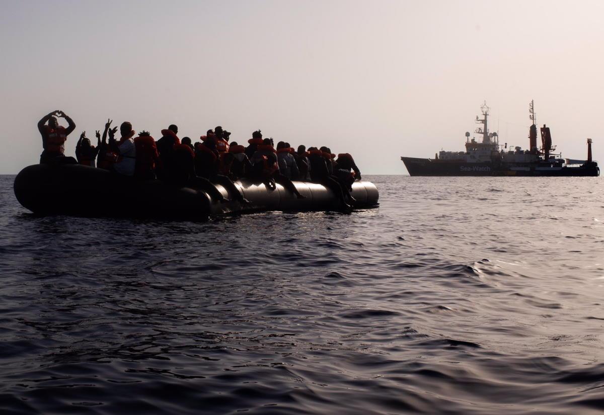 Tra Covid e polemiche la Sea-Watch salva oltre 200 migranti