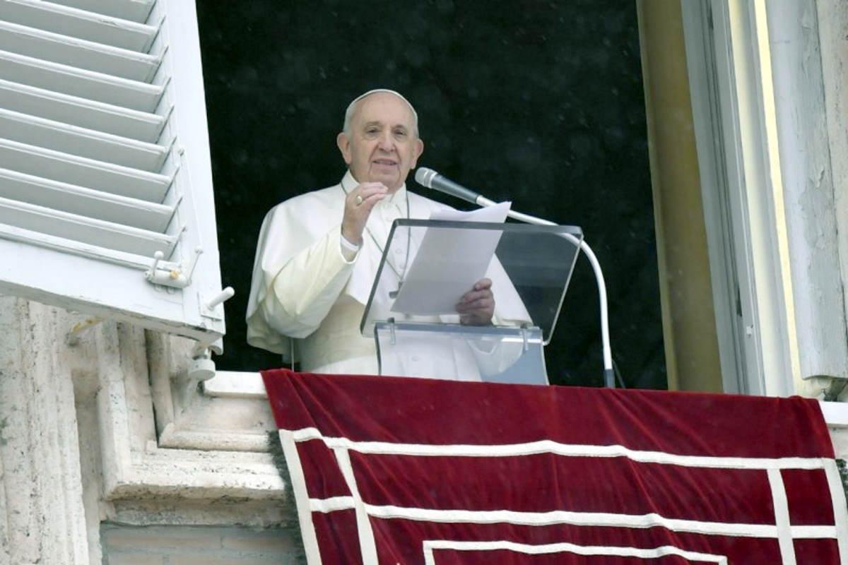 Papa Francesco: preghiamo perché i fedeli laici, specialmente le donne, partecipino maggiormente nelle istituzioni di responsabilità della Chiesa
