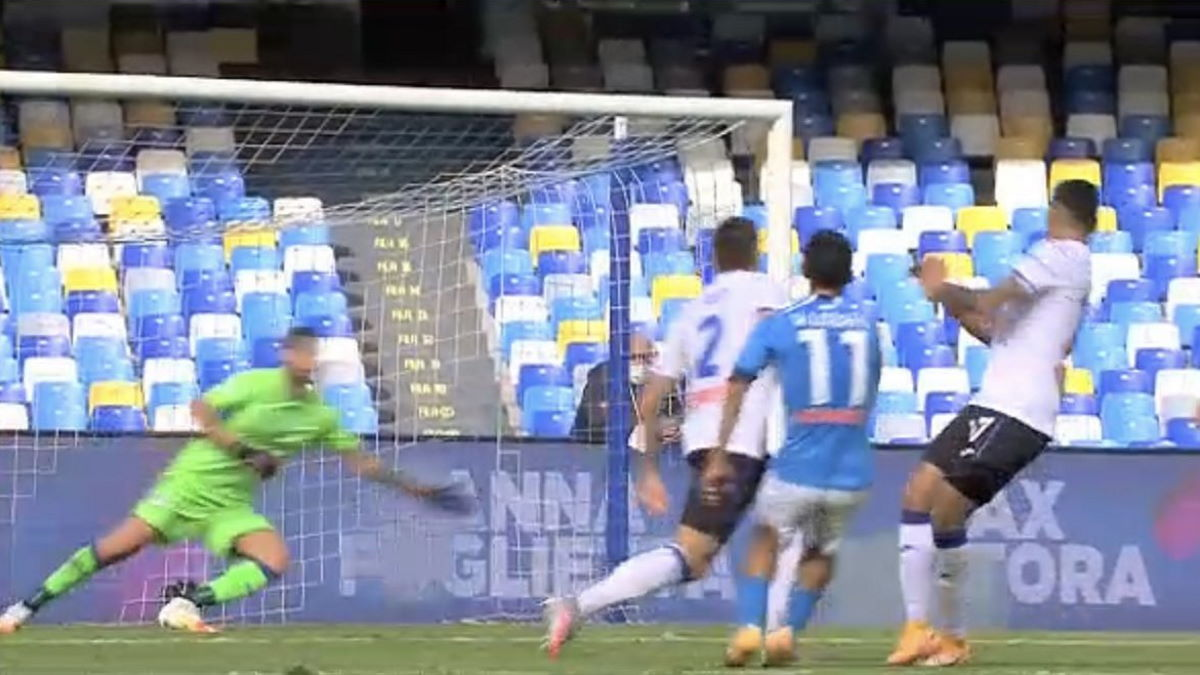 Al San Paolo il Napoli asfalta l'Atalanta per 4-1 con i bergamaschi che riescono comunque ad evitare la goleada