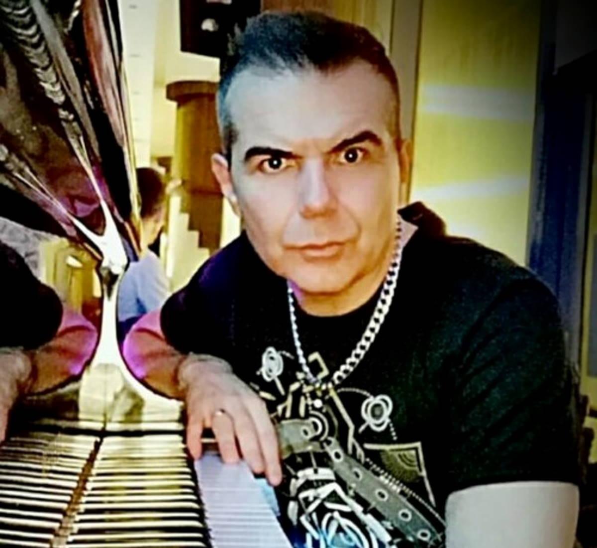 Sandro Murru Kortezman, su Facebook in diretta a Capodanno & Natale