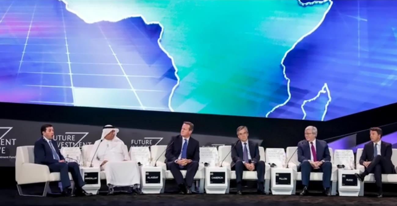 Renzi fa cadere il governo e vola in Arabia per una conferenza. Ecco il perché...