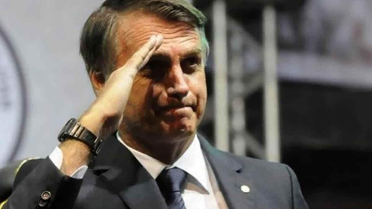 Il presidente brasiliano Bolsonaro parla in pubblico senza mascherina e critica il lockdown