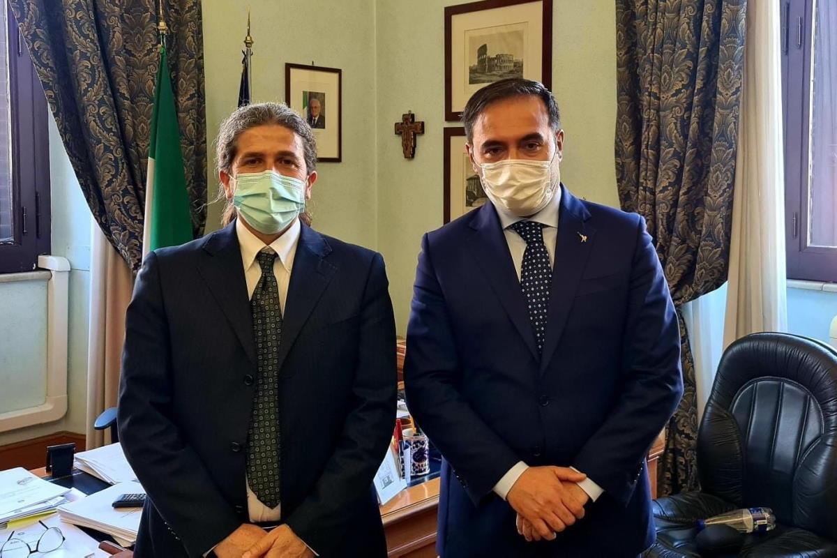 Il ministro Bianchi invita il sottosegretario Sasso a valutare la nomina di Vespa e lui si sospende dall'incarico
