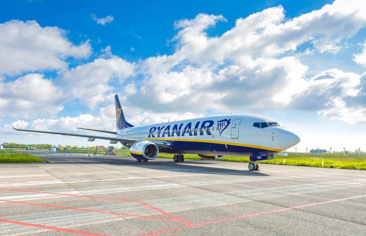 Per volare su Ryanair non sarà necessario un passaporto vaccinale: una scelta incomprensibile e pericolosa