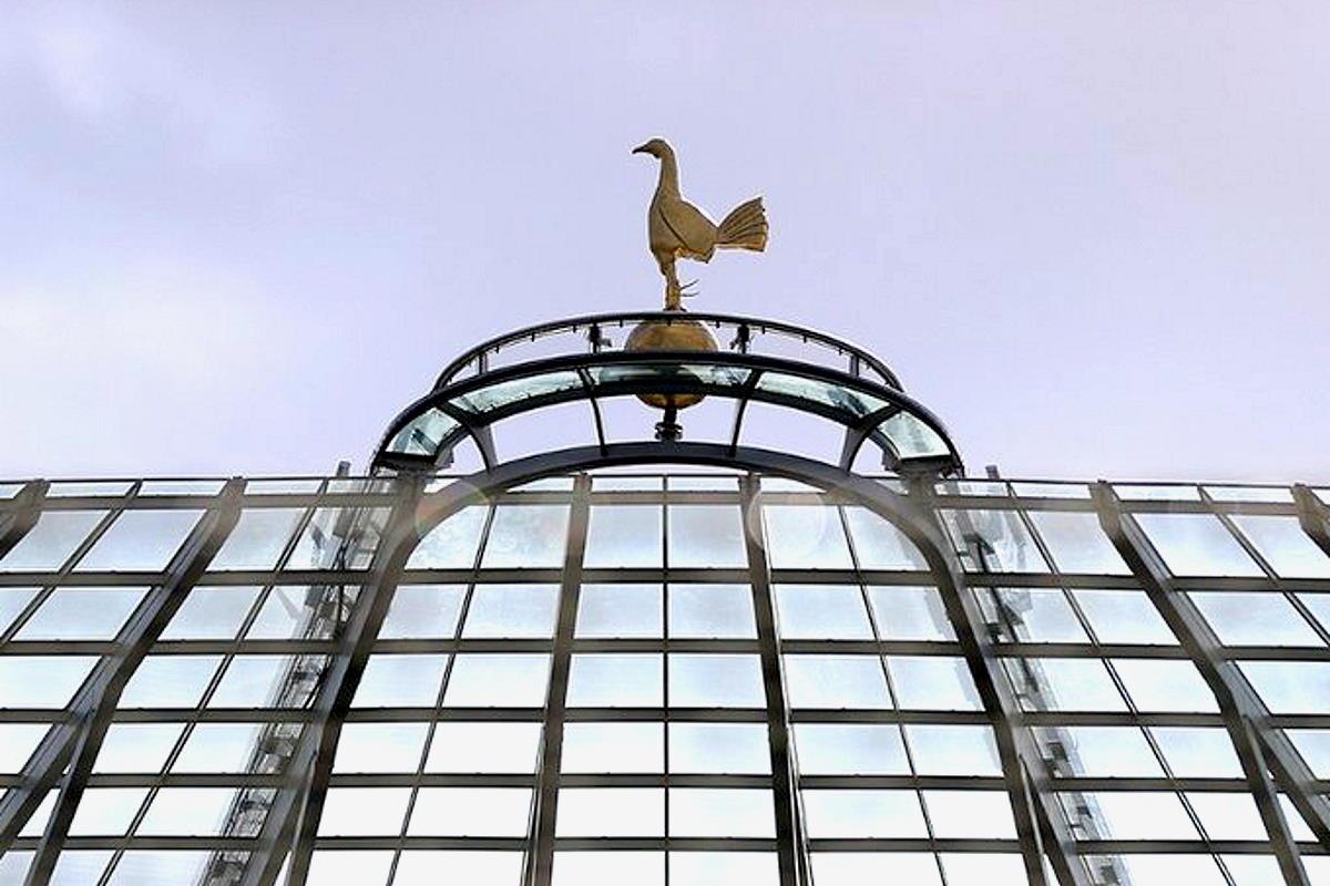 Daniel Levy, presidente del Tottenham, ha esonerato José Mourinho