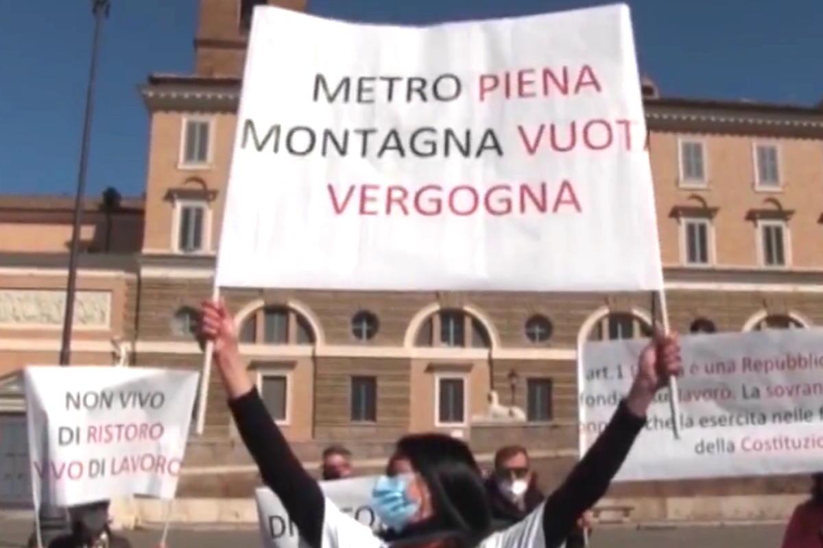 Giovedì, a Roma, a protestare è stata la volta di autonomi e partite Iva