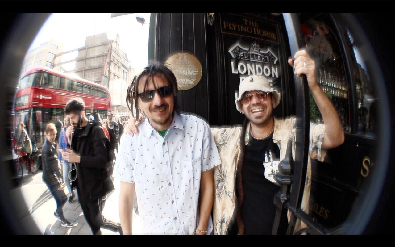 Manlio Calafrocampano è affiancato da Raina nel suo ultimo street video del brano Happy