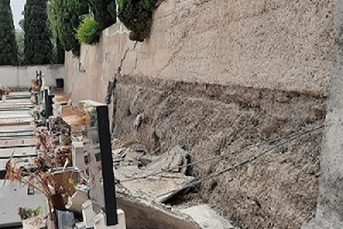 Milazzo (ME) - Crolla ampia porzione del muro di contenimento dentro il cimitero comunale