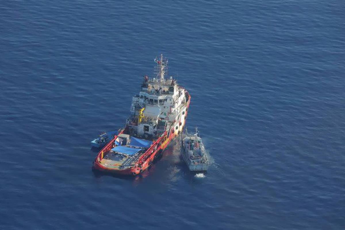 Dopo il trasferimento in Libia dei migranti della Vos Triton, ancora barche in difficoltà nel Mediterraneo con la Geo Barents in attesa di un PoS