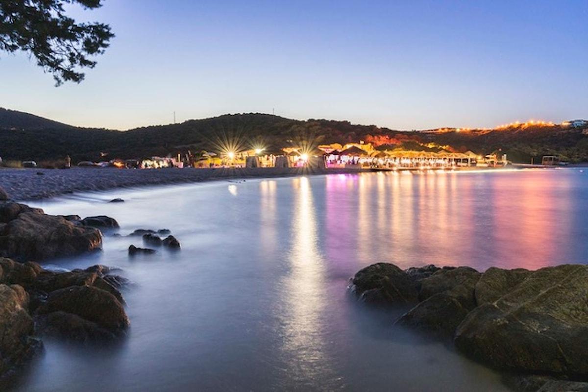 Fino Beach: sole, relax e musica dal mattino a notte fonda, a Cala Sassari, in Costa Smeralda