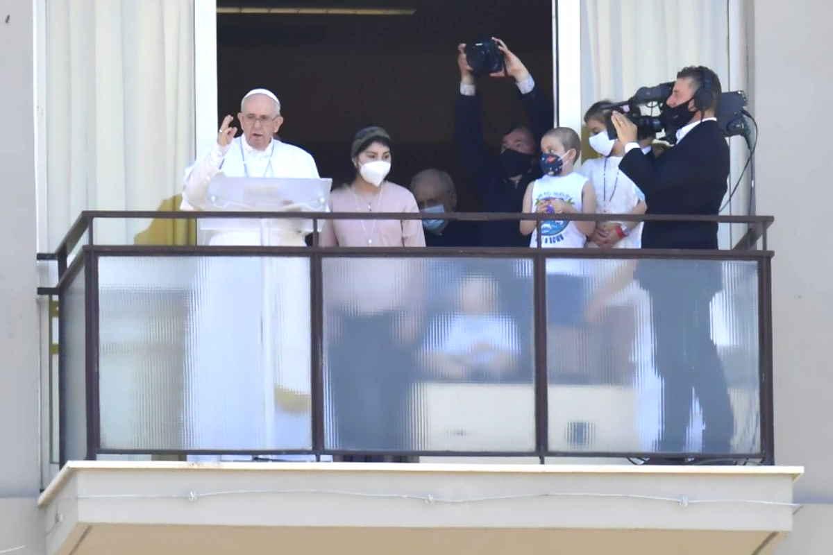 Il Papa all'Angelus dal Gemelli ricorda quanto sia importante la sanità pubblica