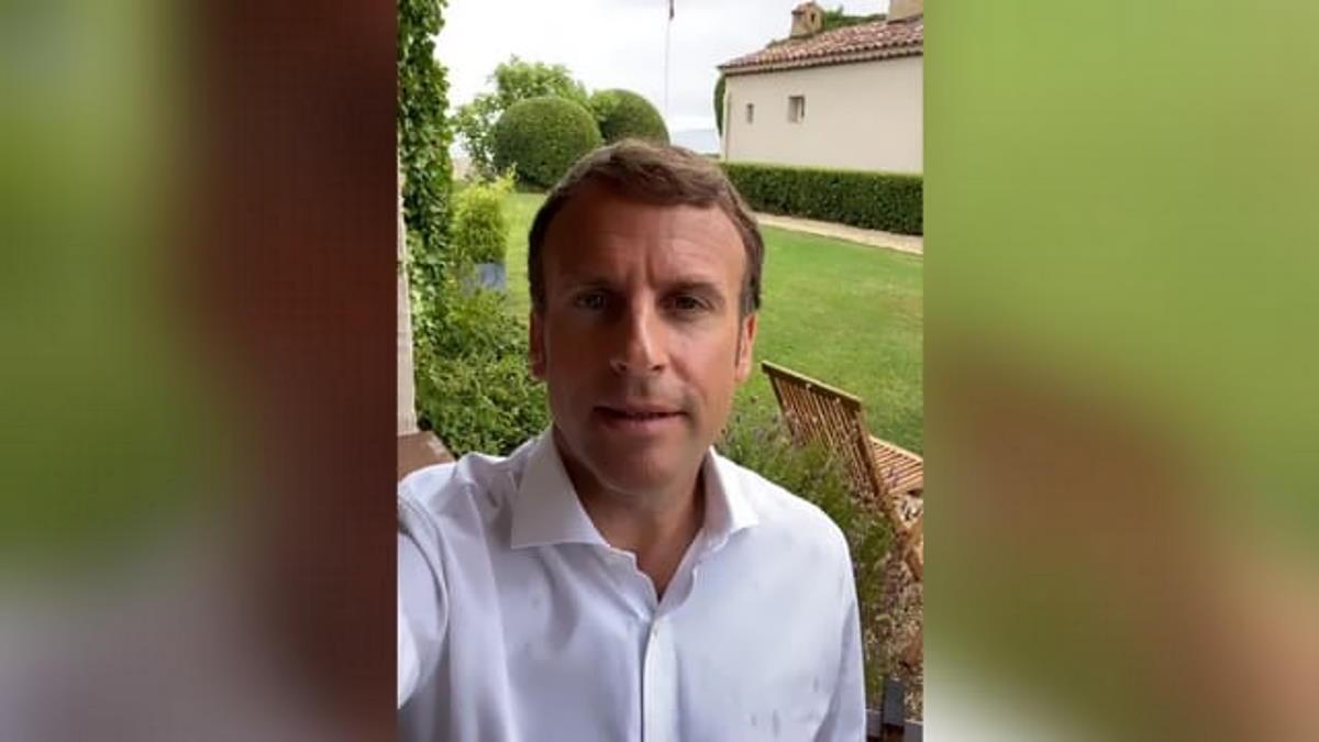 Francia, il presidente Macron ha annunciato una terza dose di vaccino per anziani e fragili