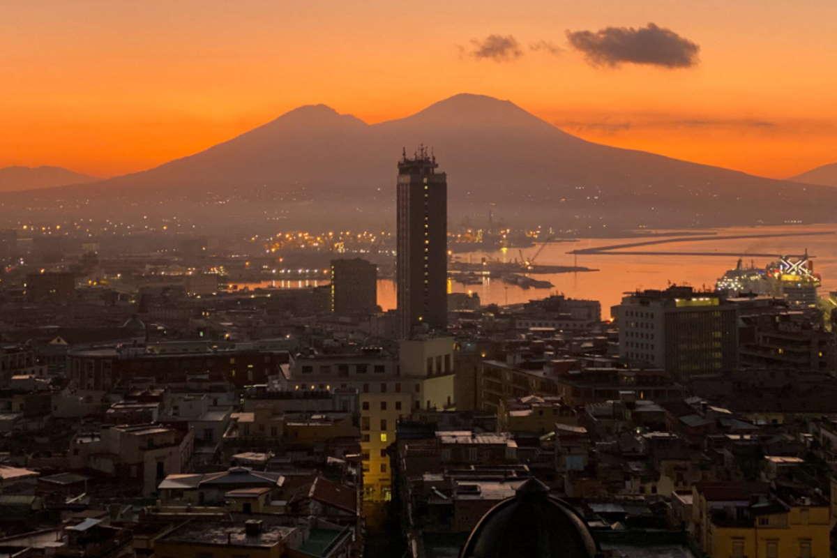 Grido di allarme del vescovo di Napoli: Stanno uccidendo Napoli! La sta uccidendo la camorra e il malaffare