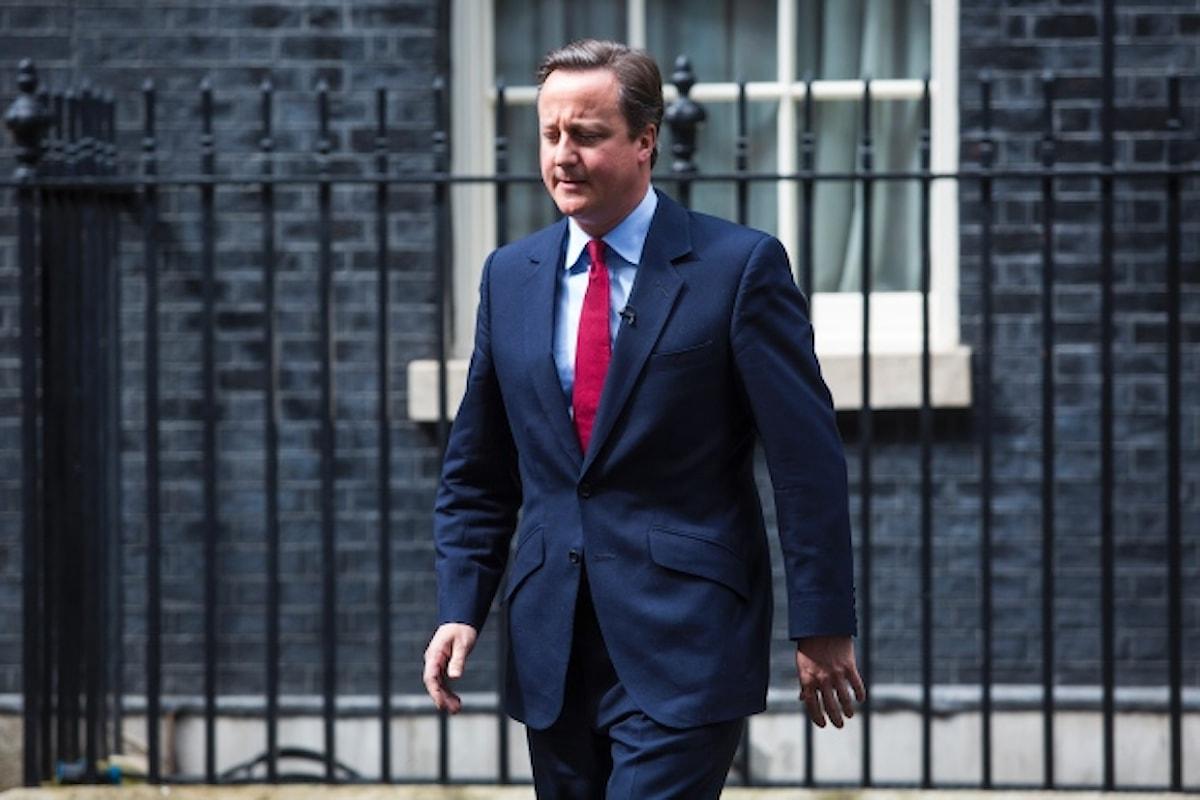David Cameron anticipa le dimissioni e se ne va canticchiando
