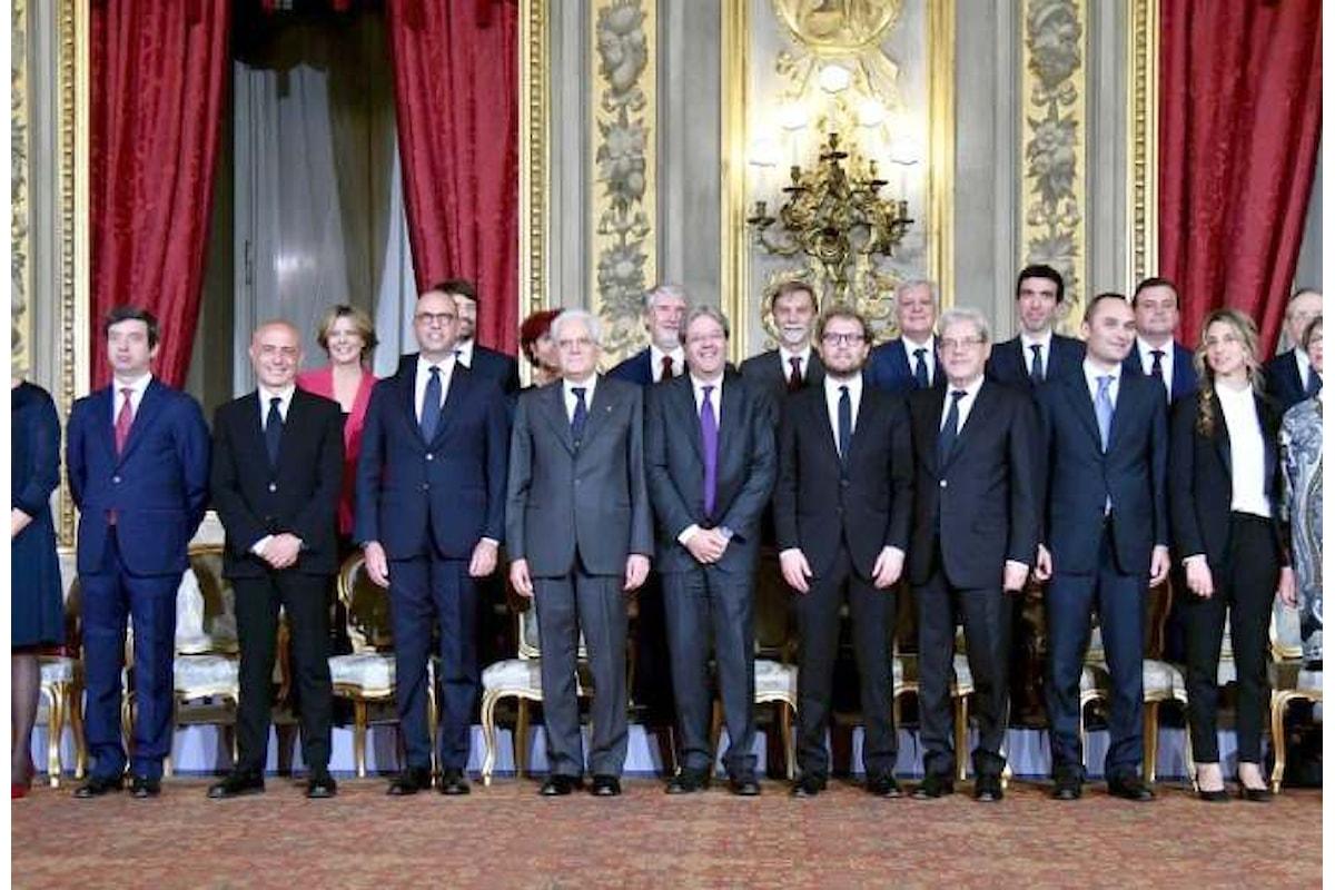 Renzi si auto dimette e si auto rinomina per interposta persona in un governo che è la fotocopia del precedente