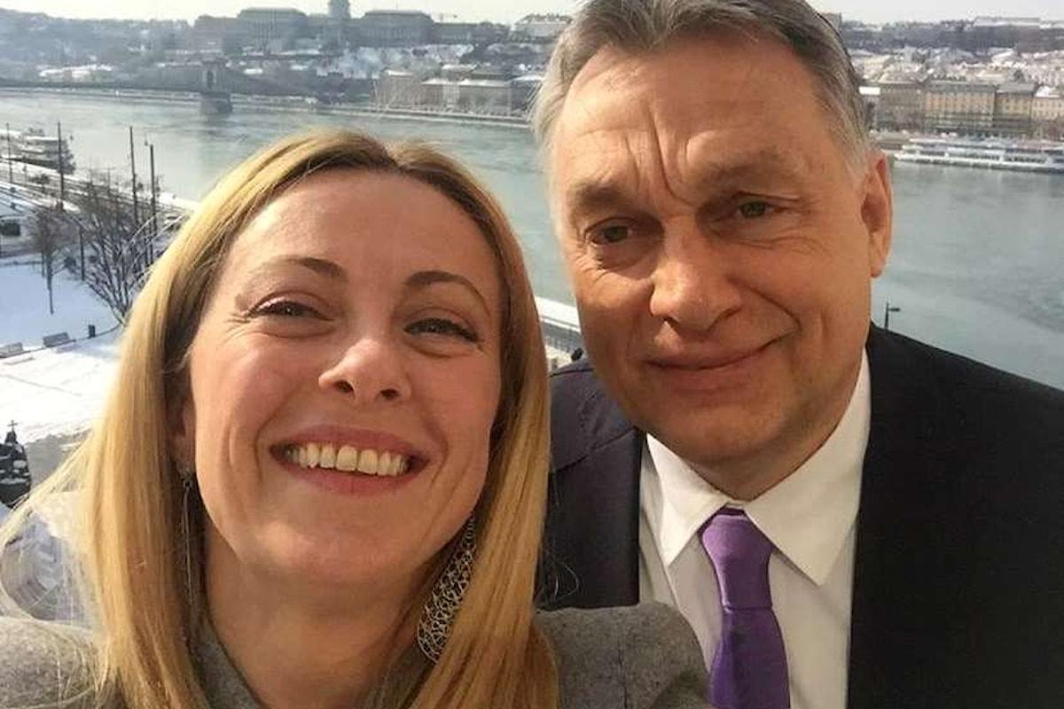 A pochi giorni dal voto Giorgia Meloni va in pellegrinaggio da Orbán