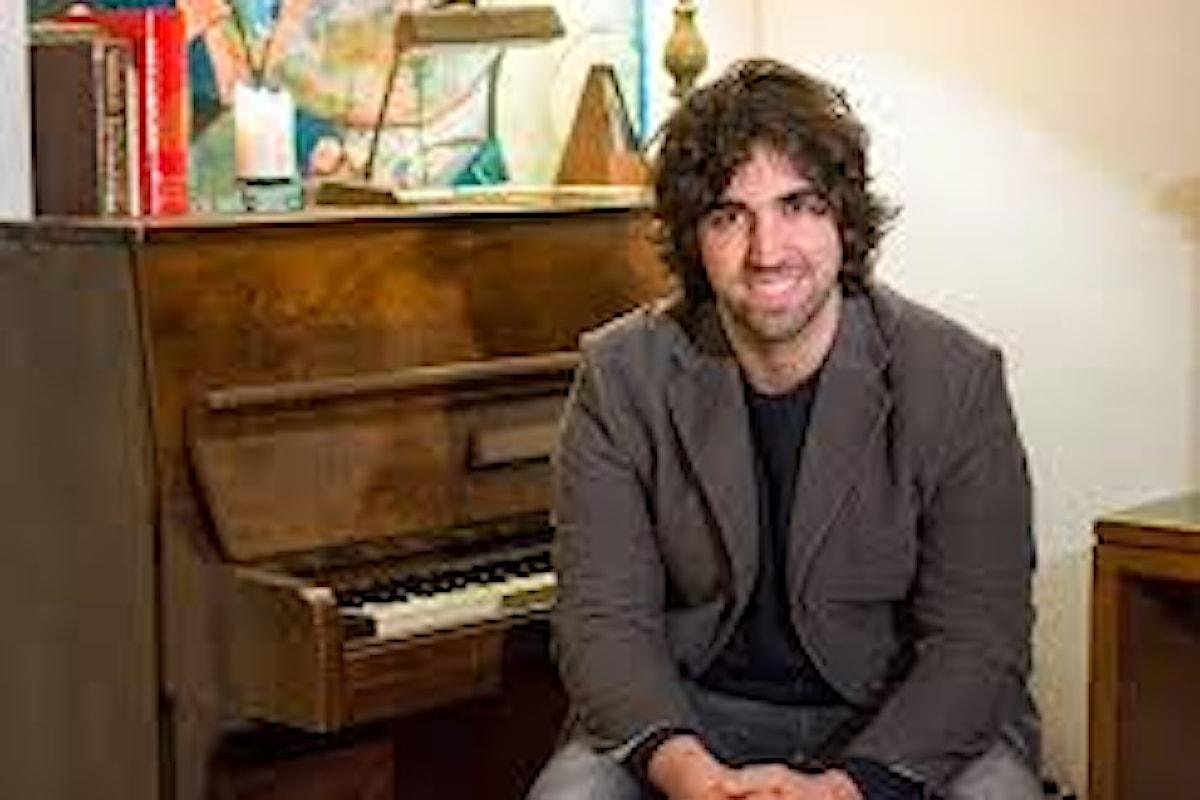 Valerio Ciccarelli. Pianista, musicista nel duo Duollier ed ora produttore musicale. C'è lui dietro al nuovo album del cantautore Simone Barotti!