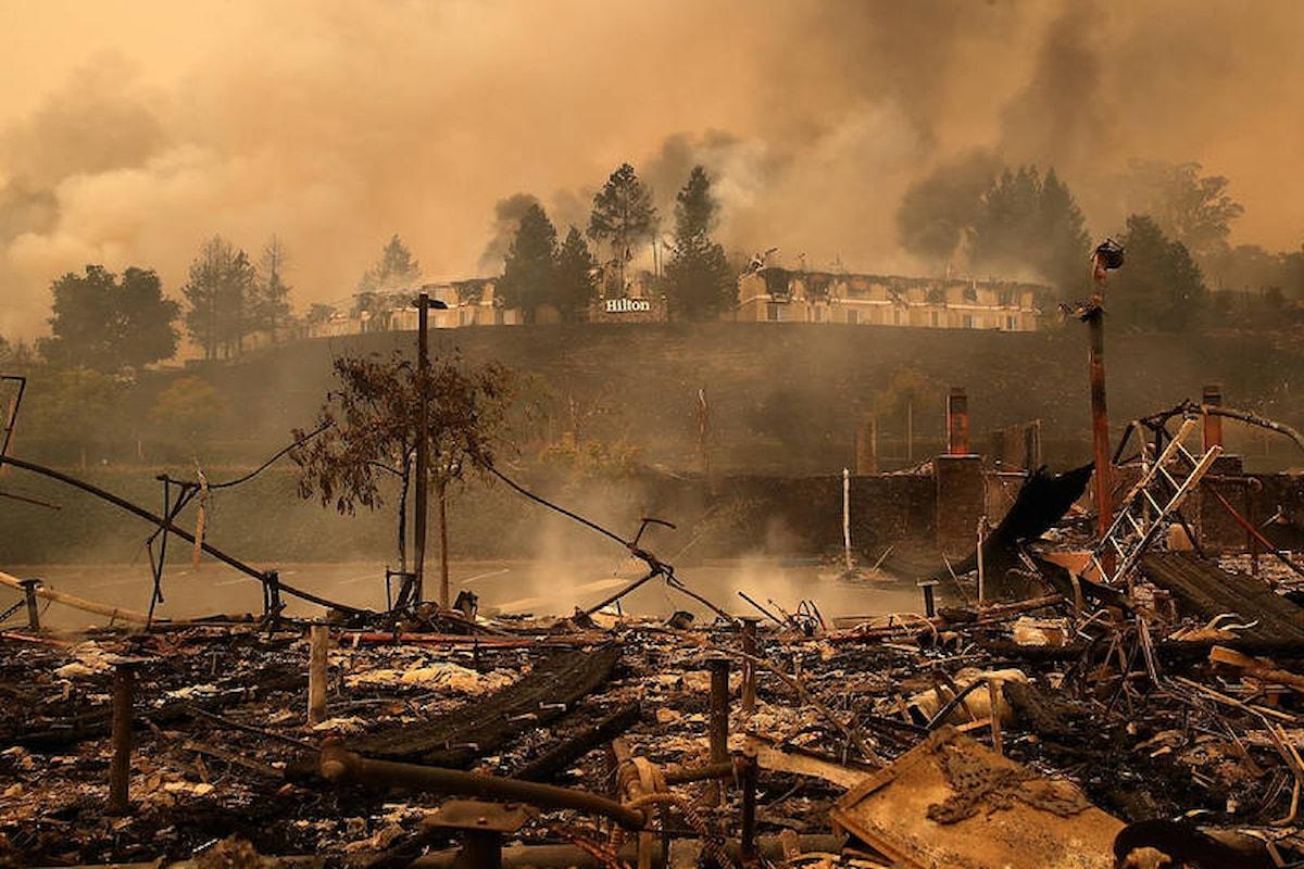 Non accennano a diminuire gli incendi che devastano le contee della Napa Valley in California