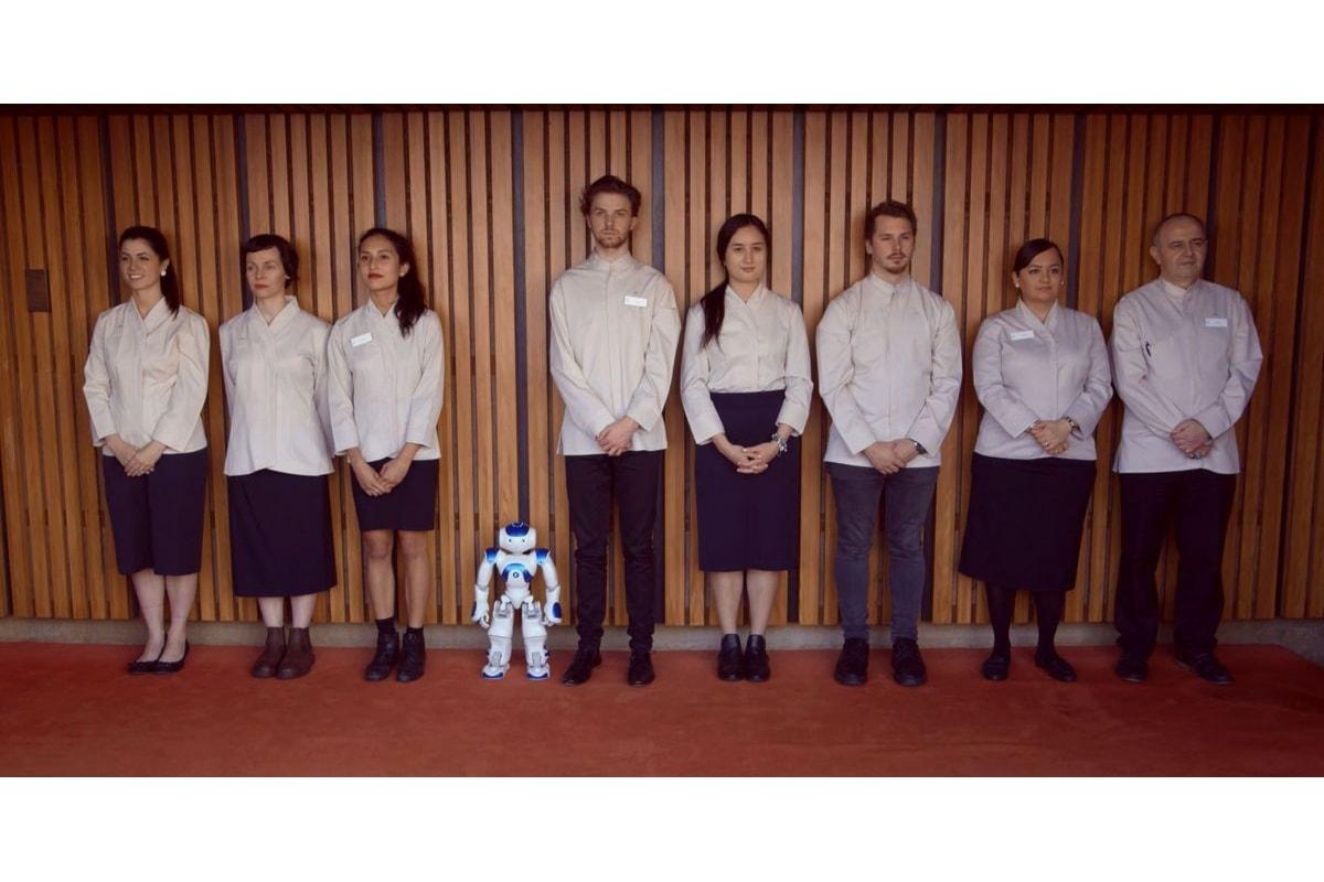 Un robot al suo primo giorno di lavoro al Teatro dell'Opera di Sidney