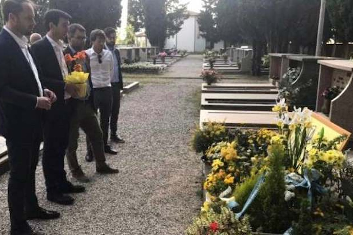 La foto indecente di Martina sulla tomba di Giulio Regeni