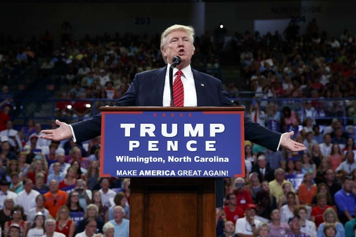 Trump accusato di invitare ad usare le armi contro la Clinton. Quali davvero le sue parole?