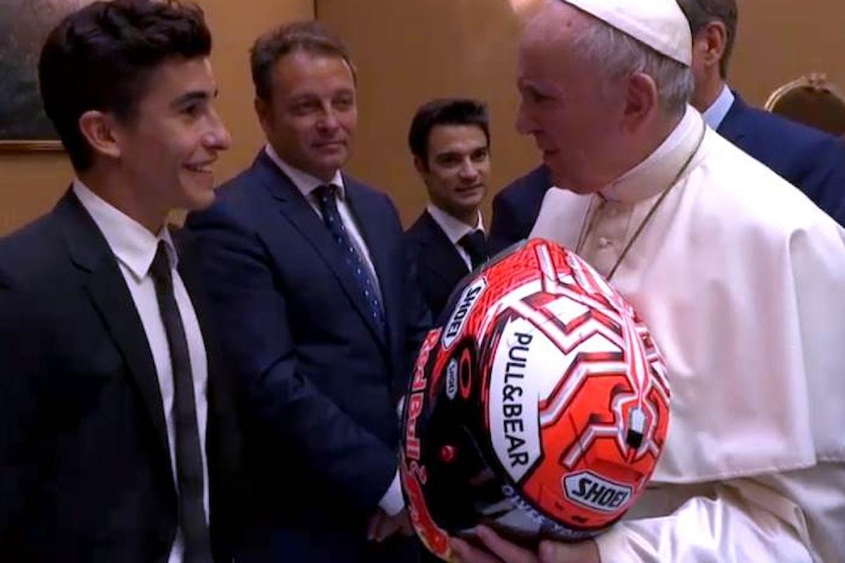 Prima di Misano, una delegazione della MotoGP ha incontrato Papa Francesco in Vaticano