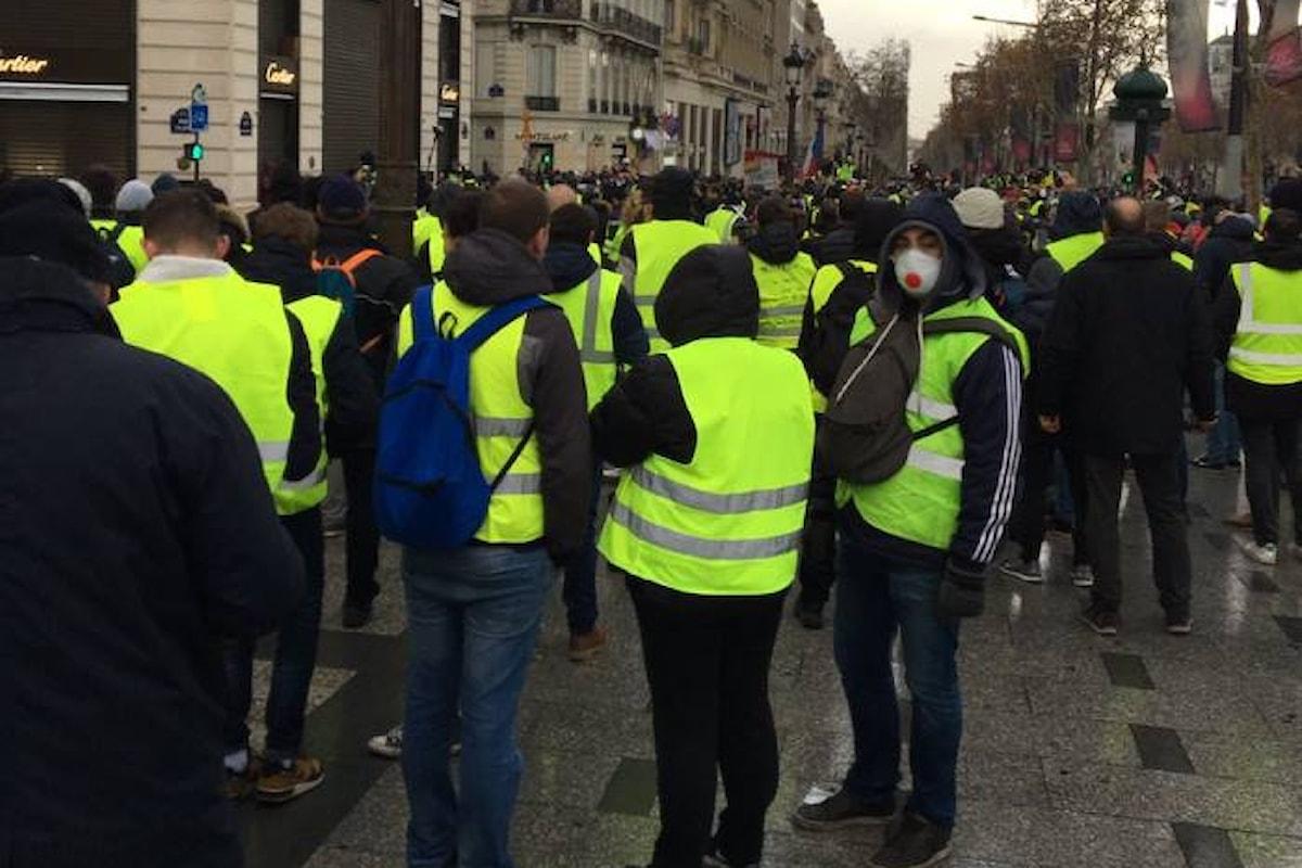 Anche sabato 8 dicembre i gilet gialli scendono in piazza per chiedere le dimissioni di Macron
