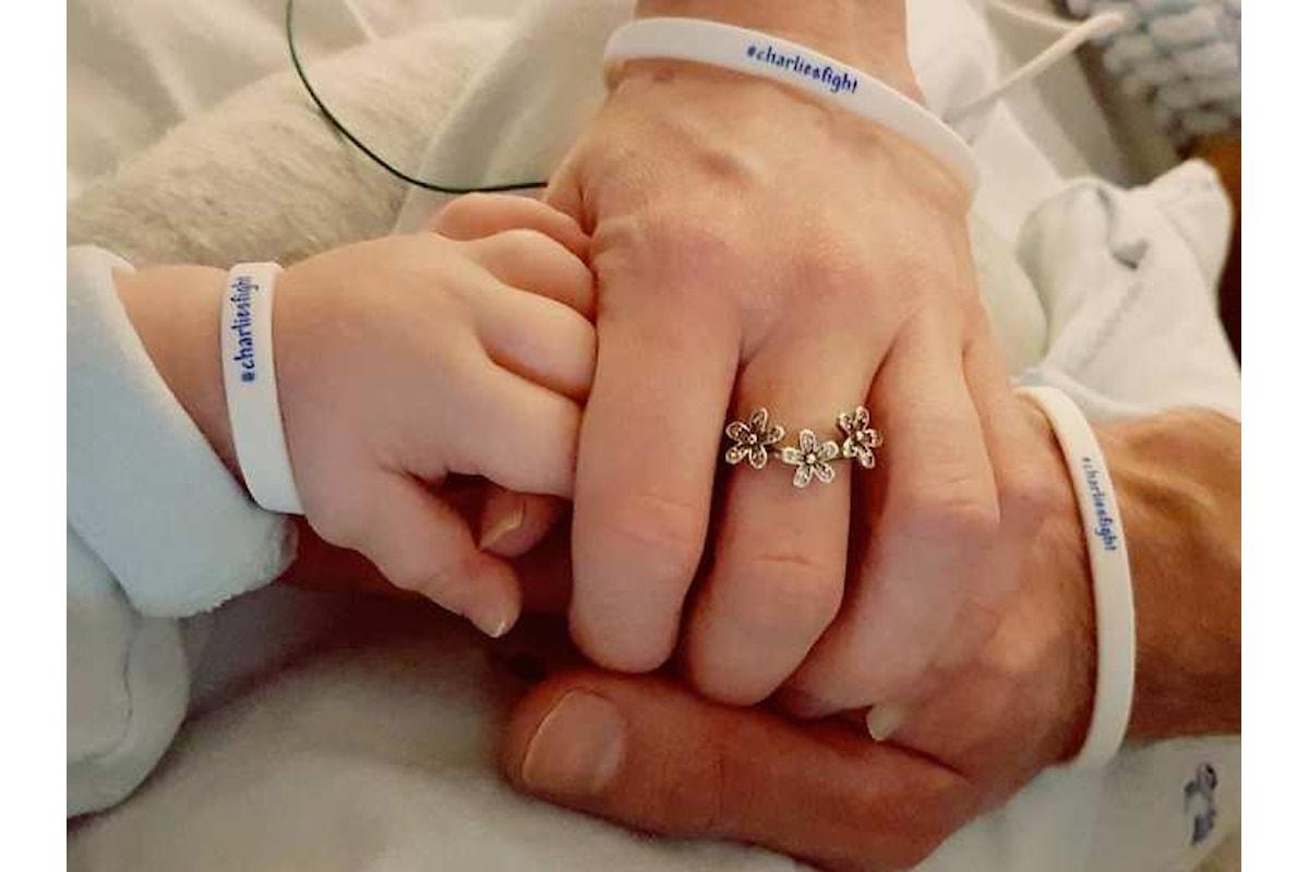 I genitori di Charlie Gard hanno annunciato che il loro bambino è morto nel pomeriggio di venerdì