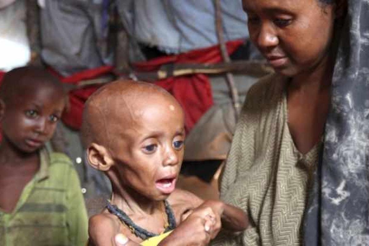 Save the Children denuncia il rischio di carestia per la Somalia dove i casi di colera sono in aumento.