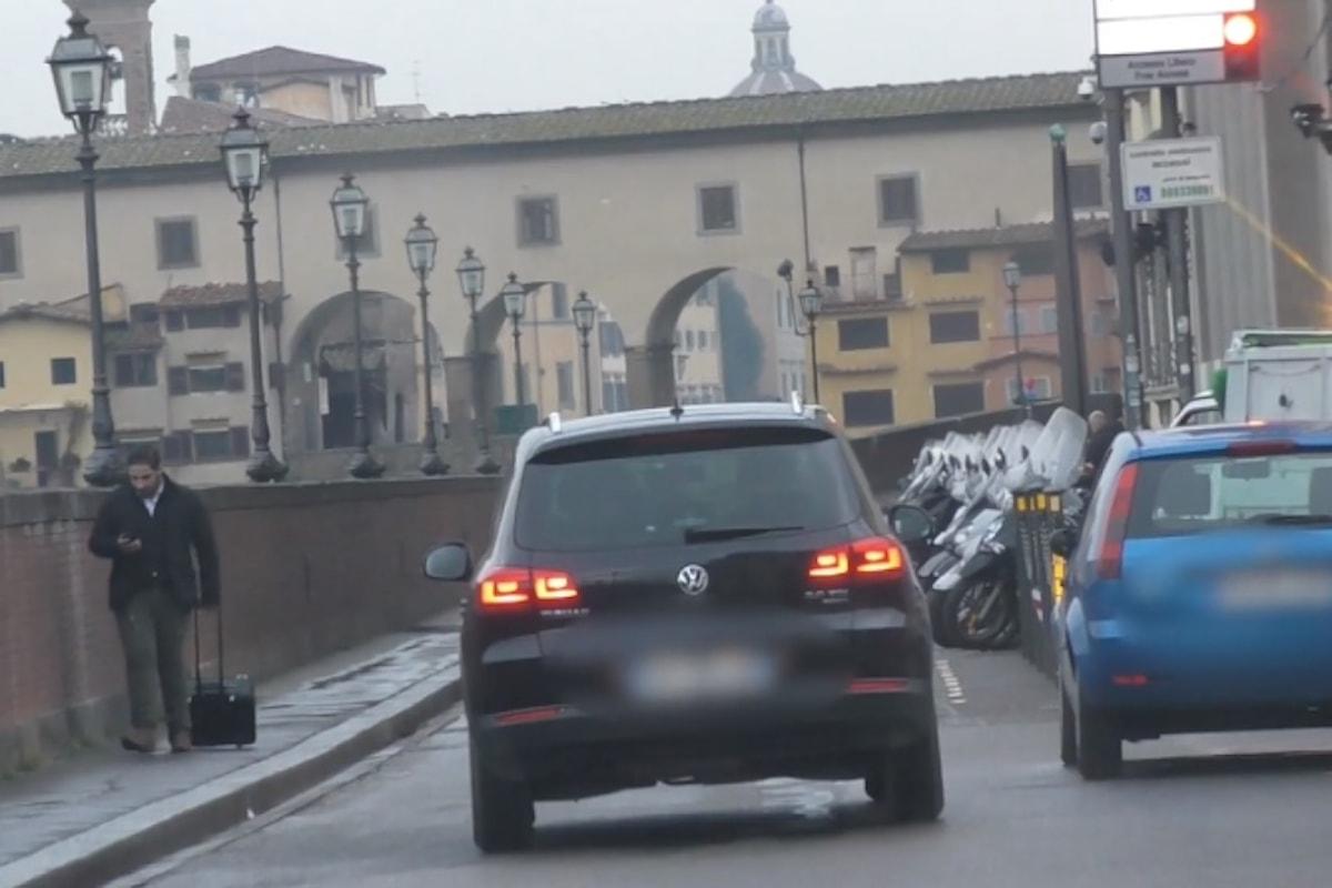 Privilegi: la moglie di Renzi ha un pass ad hoc per girare in auto dentro Firenze nelle zone vietate al traffico