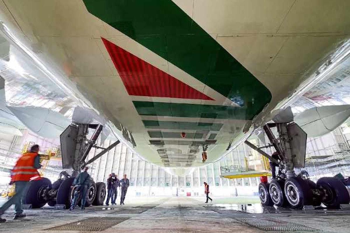 Il piano di rilancio di Alitalia: oltre 2000 licenziamenti e riduzione dei costi per 1 miliardo di euro