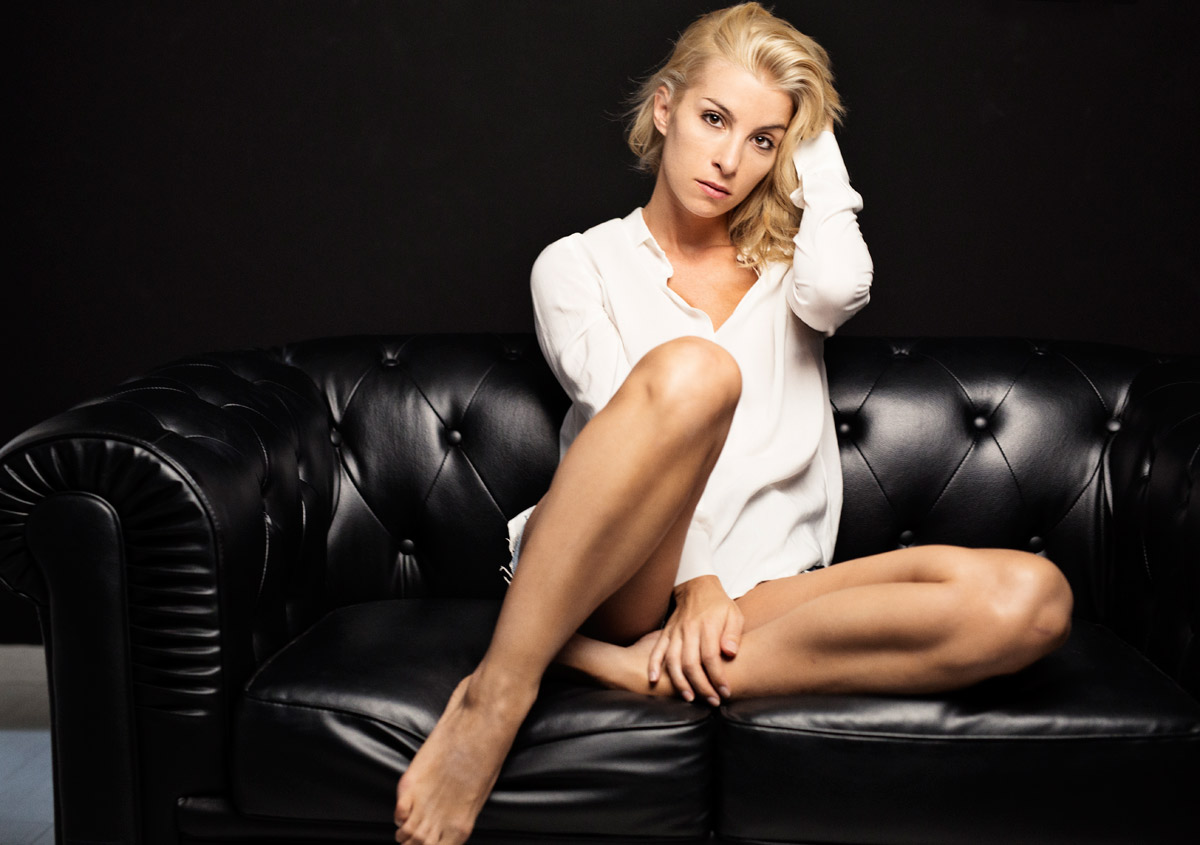 La protagonista di Una Vita Cayetana, alias l'attrice Sara Miquel, giurata d'eccezione a Napoli, alla finale di Miss Europe Continental 2017